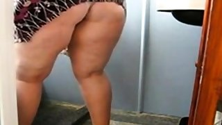 Huge Mature Ass Cleaning the Bathroom and Showing her pussy
