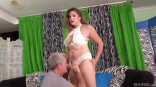 Insatiable MILF Jade Blissette wants every drop of cum in her mouth